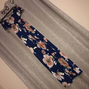 Dresses & Skirts - Floral maxi dress 🌼